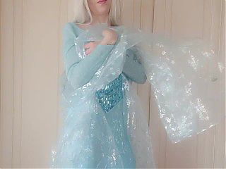 The beautiful Queen Elsa is more beautiful without clothes
